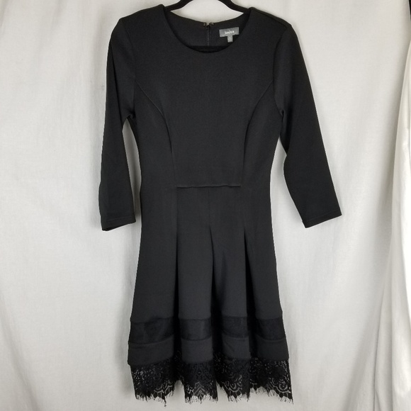 Neiman Marcus dress size 8 black lace hem stretchy